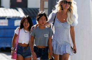 Laeticia Hallyday avec ses filles : looks d'été avant leur arrivée en France