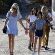 Laeticia Hallyday avec ses filles Jade et Joy et sa maman Françoise Thibaut à Los Angeles le 17 novembre 2019.