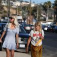 Laeticia Hallyday avec sa maman Françoise Thibaut et son ami Pierre Rambaldi à Los Angeles le 17 novembre 2019.