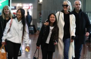 Laeticia Hallyday de retour à Paris avec ses filles, une arrivée en famille