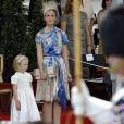 La princesse Claire avec sa fille de 5 ans, la princesse Louise, lors de la Fête nationale belge le 21 juillet 2009