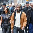Kanye West et sa femme Kim Kardashian passent la journée en amoureux à New York. Leur ami S. Stoute, homme d'affaires et auteur américain, les a rejoint pour déjeuner! le 25 octobre 2019