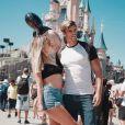 """Hillary des """"Ch'tis"""" avec Giovanni, à Disneyland Paris, le 5 août 2018"""