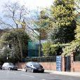A gauche la maison de Jimmy Page et à droite la maison de Robbie Williams en plein travaux. Londres, juin 2016.