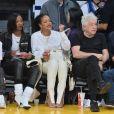 Brett Ratner, Rihanna, Melissa Forde - Les célébrités sont allées assister à un match des Lakers vs. Utah Jazz au Staples Center à Los Angeles, le 25 octobre 2019