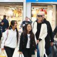 Françoise Thibaut, la mère de Laeticia Hallyday, Jade, Jimmy Refas, Joy, Laeticia Hallyday - Laeticia Hallyday arrive en famille avec ses filles et sa mère à l'aéroport Roissy CDG le 19 novembre 2019.