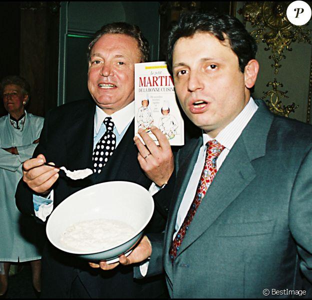 """Archives - Jacques Martin et son fils David signent """"Le petit Martin de la bonne cuisine"""" au Musée Grévin. Le 9 novembre 1995."""