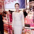 Exclusif -Virginie Ledoyen assiste à l'inauguration de la boutique Lancôme au 52, Avenue des Champs-Elysées à Paris le 4 décembre 2019. © Rachid Bellak/Bestimage