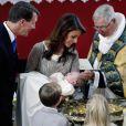 Marie et Joachim de Danemark, radieux pour le baptême de leur premier enfant, le prince Henrik (né le 4 mai 2009), à l'église de Mogeltonder
