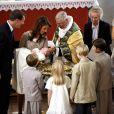 Marie et Joachim de Danemark, entouré de leur famille et radieux pour le baptême de leur premier enfant, le prince Henrik (né le 4 mai 2009), à l'église de Mogeltonder