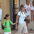 Elena d'Espagne en vacances à Majorque avec sa fille Victoria (juillet 2009)