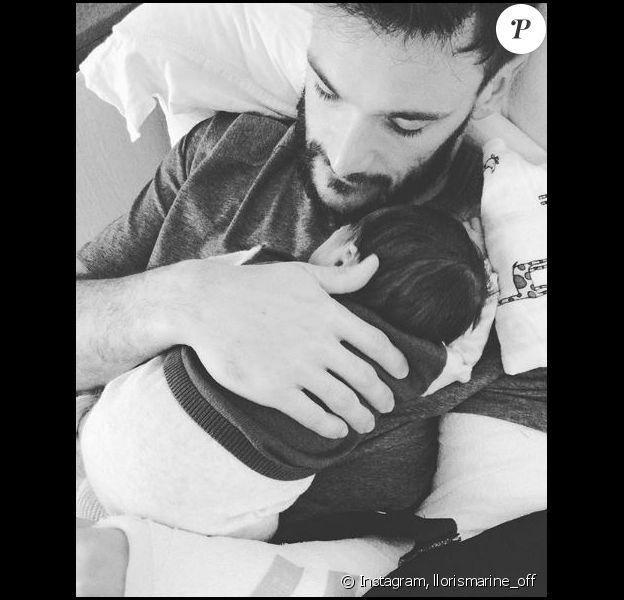 Hugo Lloris, blessé au coude, se repose avec son fils Léandro. Photo prise par sa femme Marine et publiée sur Instagram le 6 octobre 2019.