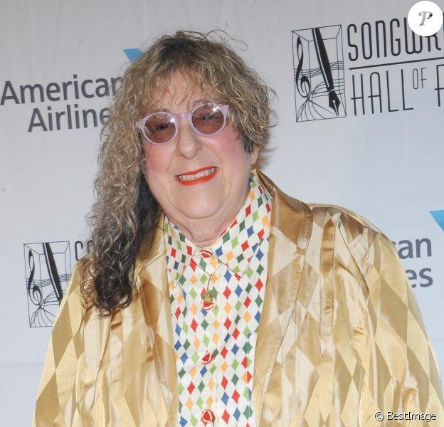 """La compositrice Allee Willis est décédée d'une crise cardiaque à l'âge de 72 ans. Elle avait notamment composé le célèbre générique de la série """"Friends"""" ainsi que la musique du """"flic de Beverly Hills"""" ou encore la chanson """"September"""" du groupe """"Eart, Wind & Fire"""". Elle avait été intronisée en 2018 au Hall of Fame des compositeurs."""