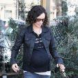 Exclusif - Sara Gilbert enceinte fait du shopping à West Hollywood, le 11 février 2015.