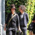 Exclusif - Sara Gilbert et sa femme Linda Perry se promènent dans les rues de West Hollywood, le 11 octobre 2019.