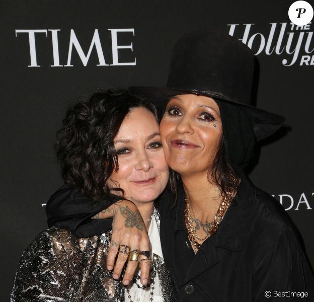"""Sara Gilbert et Linda Perry - Les célébrités posent lors du photocall de la soirée """"J/P HRO"""" à Los Angeles le 5 janvier 2019."""