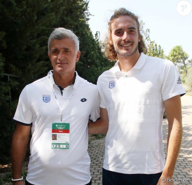 Stefanos Tsitsipas et son père Apostolos - Le joueur de tennis grec Stefanos Tsitsipas (n°7 mondial) s'entraîne pour la Coupe Davis à Athènes, le 10 septembre 2019.