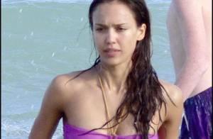 Jessica Alba a retrouvé sa ligne ! Son escapade amoureuse à la plage se passe de commentaires...