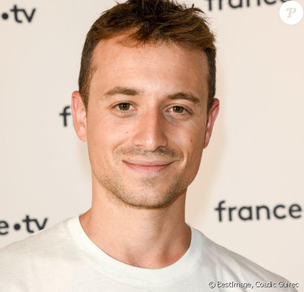 Hugo Clément au photocall de la conférence de presse de France 2 au théâtre Marigny à Paris le 18 juin 2019 © Coadic Guirec / Bestimage