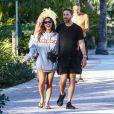 David Guetta et sa compagne Jessica Ledon se baladent en amoureux le long de la plage de Miami en Floride, le 20 novembre 2019.