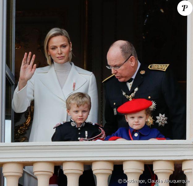 La princesse Charlène de Monaco, le prince Albert II de Monaco, le prince Jacques et la princesse Gabriella - La famille princière de Monaco au balcon du palais lors de la Fête nationale monégasque à Monaco. Le 19 novembre 2019 © Claudia Albuquerque / Bestimage