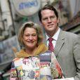 Delphine Boël avec son compagnon James O'Hare en avril 2008 lors de la présentation de son livre Couper le cordon, à propos de la paternité du roi Albert II de Belgique.