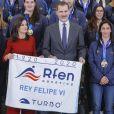 Le roi Felipe VI et la reine Letizia d'Espagne recevaient les équipes espagnoles championne d'Europe et vice-championne d'Europe de water-polo, de retour de l'Euro à Budapest, au palais de la Zarzuela à Madrid le 31 janvier 2020.
