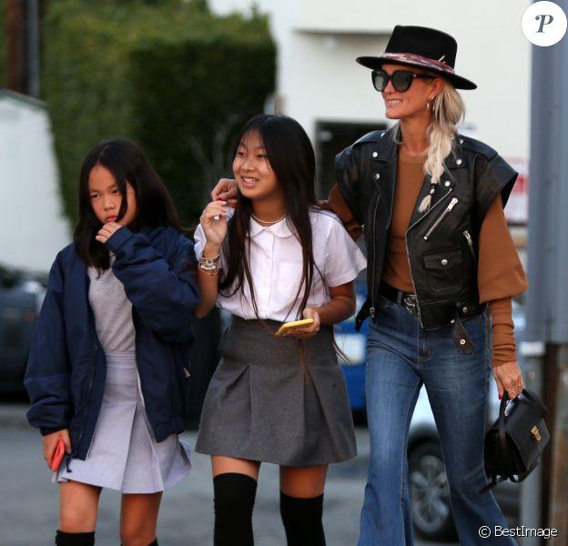 Exclusif - Laeticia Hallyday et ses filles Jade et Joy font du shopping à Santa Monica le 17 janvier 2020.