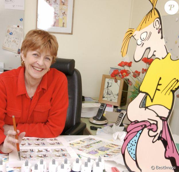 Archives - A Paris, Claire Bretécher à son bureau le 16 novembre 2001.
