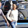 M. Pokora et Christina Milian se baladent avec leur fils Isaiah dans le quartier de West Hollywood à Los Angeles. La petite famille est allée déjeuner chez Fred Segal. Le 11 février 2020