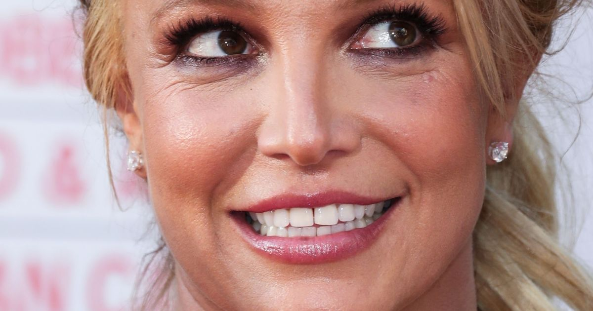 what happened to britney spears face