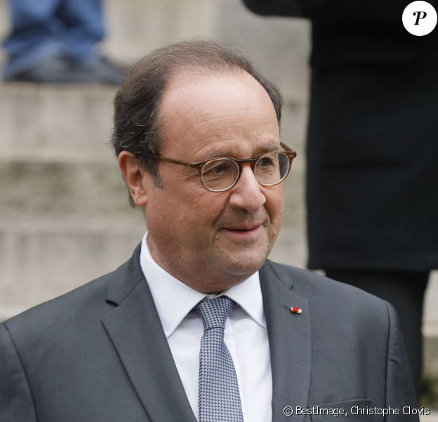 François Hollande - Sorties des obsèques de Jean-Michel Martial en l'église Saint-Roch à Paris le 23 octobre 2019. © Christophe Clovis / Bestimage