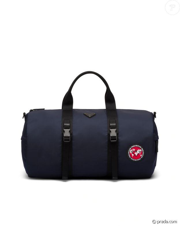 Le sac de voyage Prada de Meghan Markle, aperçu au bras de la duchesse de Sussex au Canada le 14 février 2020.