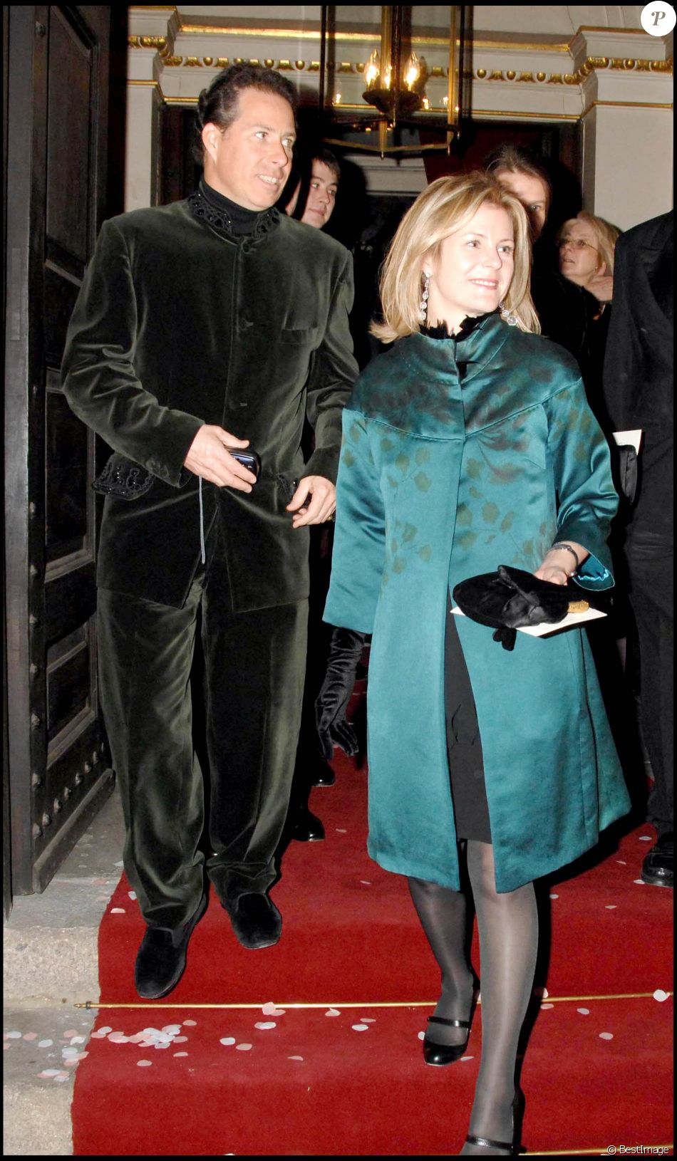 David Linley et son épouse Serena Stanhope au mariage de Frances Armstrong-Jones et Rodolphe von Mannsthal à Londres en 2006.