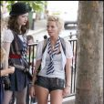 Sarah Harding sur le tournage de Saint Trinian's II - The Legend of Fritton's Gold, à Londres les 10 août 2009
