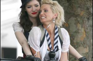 Sarah Harding des Girls Aloud : en mini-short très sexy, elle fait... des bêtises avec d'autres filles !