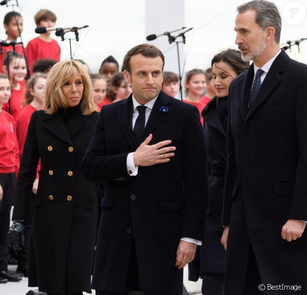 La reine Letizia, le roi Felipe VI d'Espagne, le président Emmanuel Macron, la première dame Brigitte Macron lors de la cérémonie à l'occasion de la première journée nationale d'hommage aux victimes du terrorisme sur l'Esplanade du Trocadero à Paris le 11 mars 2020. © Jacques Witt / Pool / Bestimage