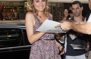 Quand Diane Kruger pose avec ses fans, elle tire... la langue !