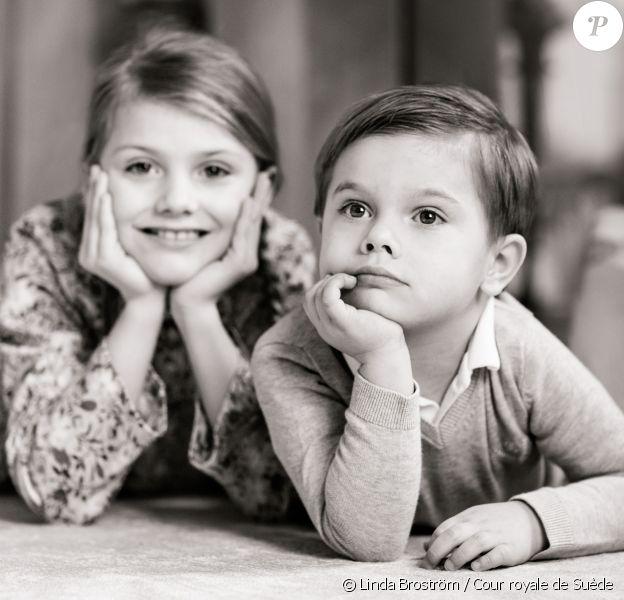 Photo pour le 4e anniversaire du prince Oscar de Suède, avec sa soeur la princesse Estelle, le 2 mars 2020. © Linda Broström / Cour royale de Suède