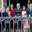 La reine Margrethe II, la princesse Mary et ses enfants la princesse Josephine, la princesse Isabella, le prince Vincent, le prince Christian, la princesse Marie, le prince Joachim et leurs enfants le prince Nikolaï, la princesse Athena et le prince Henrik - La famille royale de Danemark au balcon du palais royal d'Amalienborg pour le 78ème anniversaire de la reine Margrethe II à Copenhague. Le 16 avril 2018