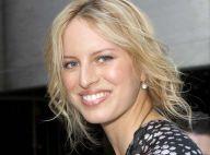La belle Karolina Kurkova est très enceinte... mais s'habille toujours comme un top model !