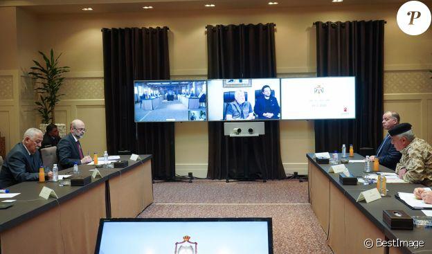 Le Roi Abdallah II de Jordanie en vidéo conférence à propos de l'épidémie de coronavirus (COVID-19) à Amman le 29 mars 2020.