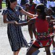 Meghan Markle (en robe Mayamiko) en visite dans le township de Nyanga, Afrique du Sud. Le 23 septembre 2019. Sa garde-robe pour cette tournée en Afrique du Sud est estimée à 4616 euros.
