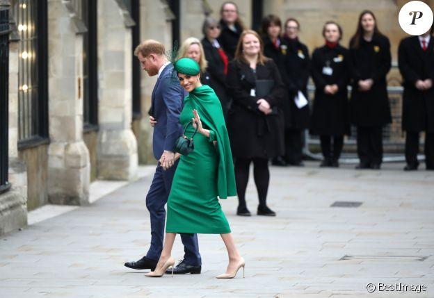 Le prince Harry, duc de Sussex, et Meghan Markle, duchesse de Sussex, lors de la cérémonie du Commonwealth en l'abbaye de Westminster à Londres, le 9 mars 2020. La robe sur-mesure de la duchesse signée Emilia Wickstead est estimée à plus de 2000 euros.