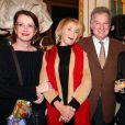 Dominique Lavanant, Marie-Anne Chazel, Yves Rousset-Rouart et Michel Blanc - Michel Blanc reçoit le prix Henri Jeanson pour l'ensemble de son oeuvre. Le 9 décembre 2002. ©Giancarlo Gorassini/ABACA