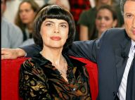 Mireille Mathieu : Sa coupe au bol entre de bonnes mains pendant le confinement