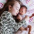 Eliza et Lucinda, les filles de Caterina Scorsone sur Instagram. Le 31 décembre 2019.