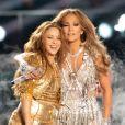 Shakira, Jennifer Lopez sur scène pour le show lors de la mi-temps du 54e Super Bowl au Hard Rock Stadium à Miami le 2 février 2020.