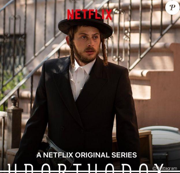 """Amit Rahav, l'acteur de """"Unorthodox"""", nouvelle série Netflix mise en ligne le 26 mars dernier et portée par cet acteur de 24 ans. Affiche de la fiction."""