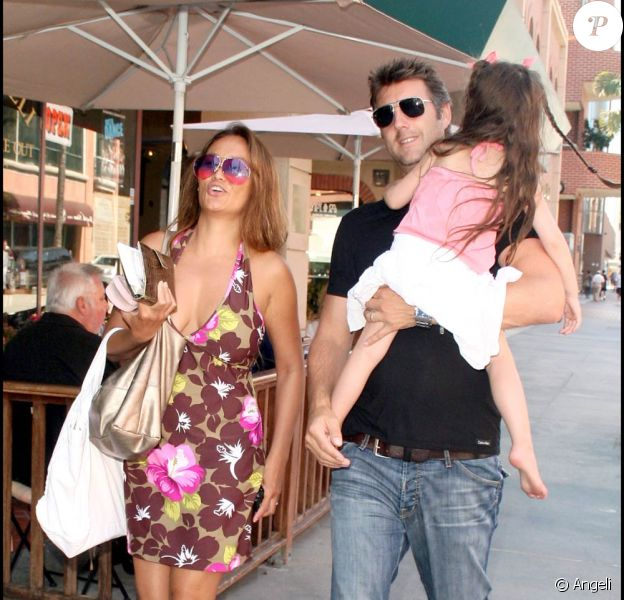 Tia Carrere en famille à Beverly Hills (24 août 2009)